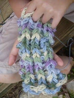 Finger knitting tutorialDiy Crafts, Fingers Knits, Crafts Projects, Knitting Tutorials, Finger Knitting, Enchanted Trees, Hula Hoop Weaving, Fingerknitting, Crochet Knits