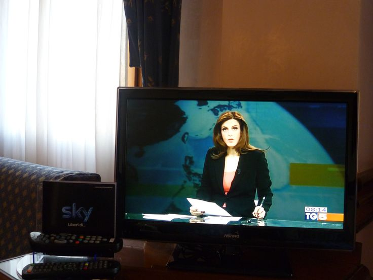 """Palinsesto completo Sky con 200 canali gratuiti in lingua italiana e straniera con la visione di film in """"prima fila"""" e match sportivi"""