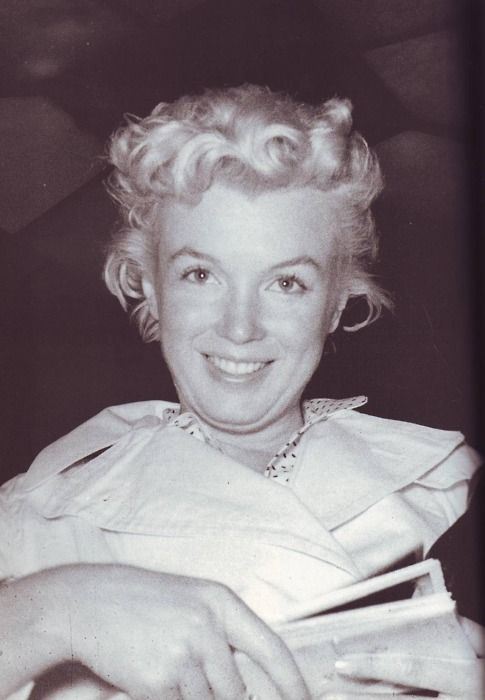 Marilyn Monroe with no makeup. [1955]