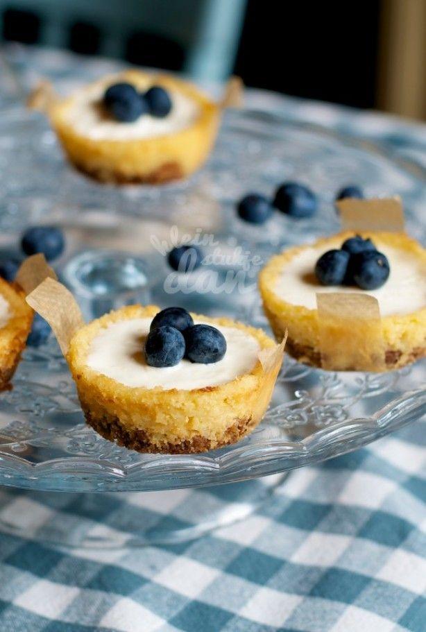 Soort van Citroen Cheese Cakejes met bastogne en bosbessen! Topping met Griekse yoghurt en lemoncurd maakt het heerlijk fris!