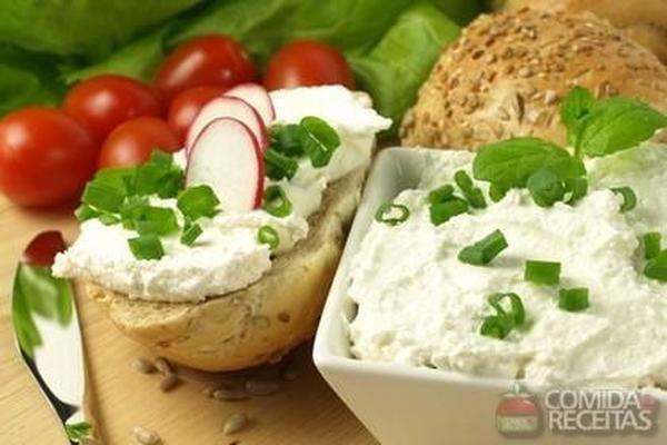 Receita de Pasta de ricota com alho poró em Molhos e cremes, veja essa e outras receitas aqui!