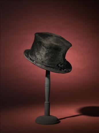 Haut-de-forme porté par Arletty (création Caroline Reboux), 1941