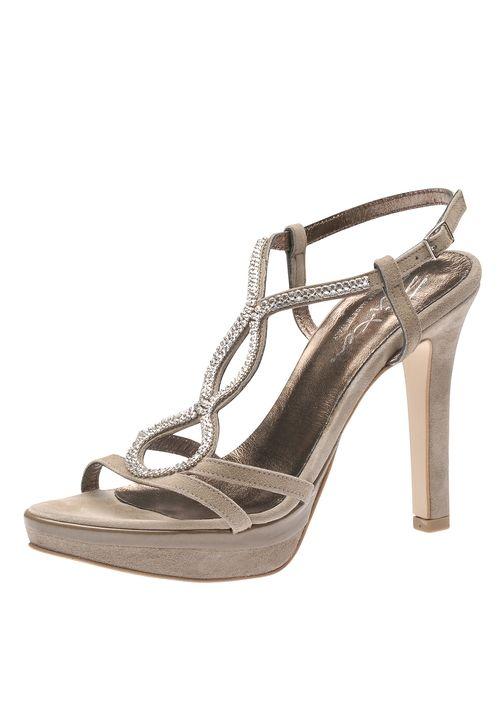 Mit den edlen High Heel Sandaletten von Evita Shoes kann die Party starten! Die funkelnden Ziersteine auf den Riemchen verleihen Ihrem Outfit genau die richtige Dosis Glamour und Eleganz. Das dezente Plateau lässt Sie sanft in noch höheren Sphären schweben und relativiert die Absatzhöhe, was diesen Traumschuh auch noch traumhaft bequem macht!  Evita Shoes - Leidenschaft für italienische Schuhe und Accessoires.Evita Shoes Damensandalette aus Glattleder mit Strass-Applikationen110 mm…