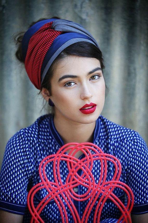 Techniques de mode, comment attacher, nouer un foulard en turban autour de sa tête, des idées tendances pour l'enrouler.