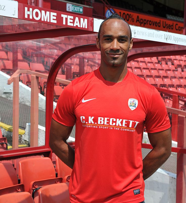 Chris O'Grady signs a permanent deal at Barnsley