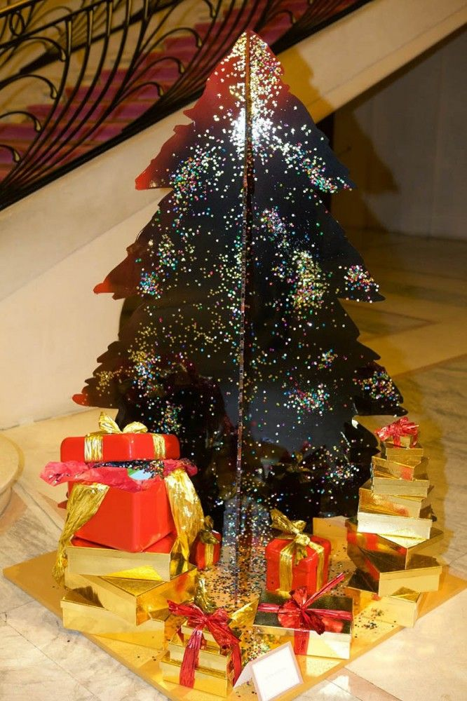 299 best creative christmas trees by artists designers images on pinterest xmas trees. Black Bedroom Furniture Sets. Home Design Ideas