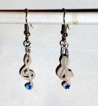 Ohrringe und Ohrstecker im Onlineshop - Verrückte Ohrringe und Schmuck Welt  - Ohrringe Notenschlüssel mit Stern aus Fimo handgefertigt Modeschmuck Edelstahl Hänger