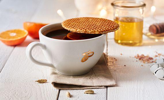 Jakie macie sposoby na uniknięcie świątecznej gorączki? Podzielcie się z nami swoimi patentami na bezstresowe przygotowania do świąt i wypróbujcie nasz przepis na niesamowicie pyszną kawę.