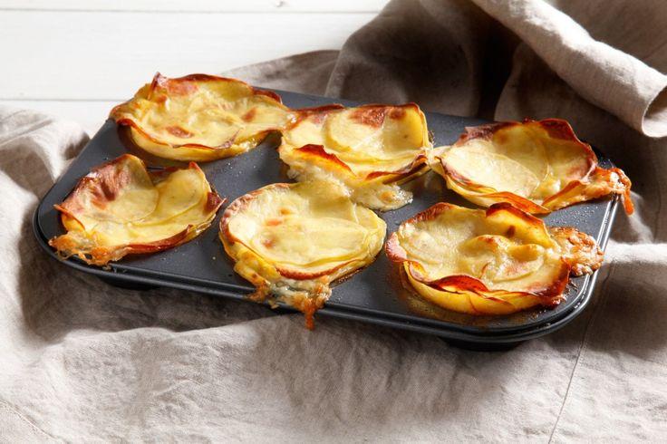 Un antipasto sfizioso e irresistibile a base di patate, pancetta, cipolla e formaggio filante. Una ricetta facile che vi darà grande soddisfazione