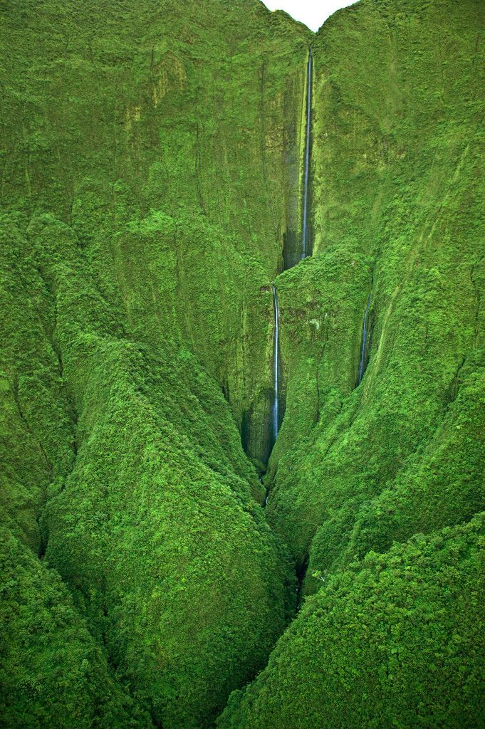 STRANGE TRAVEL DESTINATIONS -AMAZING SET OF WATERFALLS OFF SHEAR CLIFFS OF HAWAIIAN ISLAND - WOW