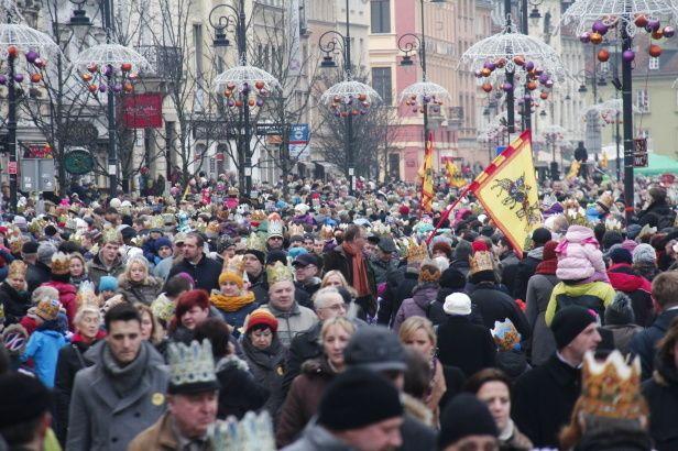 Siódmy w centrum, pierwszy na Pradze. Orszaki Trzech Króli. http://tvnwarszawa.tvn24.pl/informacje,news,siodmy-w-centrum-pierwszy-na-pradze-dzis-orszaki-trzech-kroli,154187.html