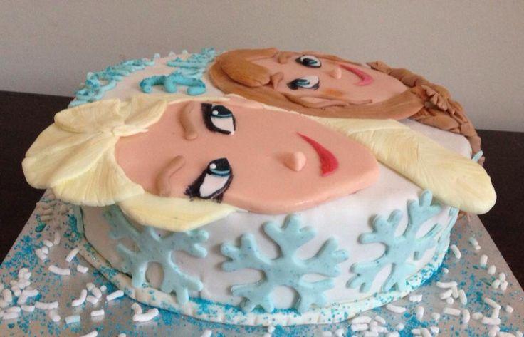 Elsa and Anna Frozen Cake! ❄️ DIY with sugarfondant!