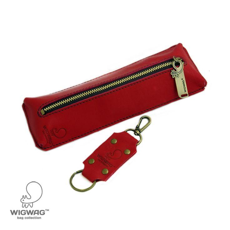 Мелкая галантерея : Кожаный пенал, в комплекте брелок с карабином, арт. P01A12