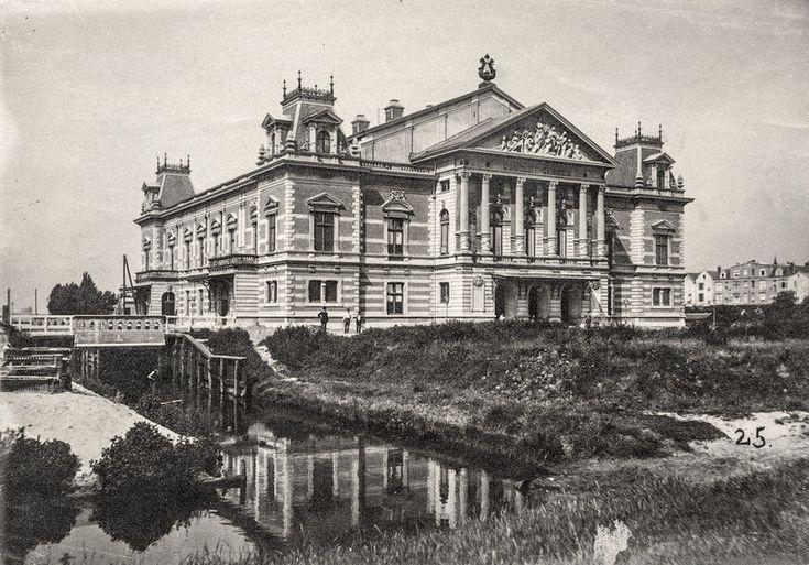 """Het Concertgebouw omstreeks 1890, Amsterdam. Klik voor """"voor en na"""" foto's."""