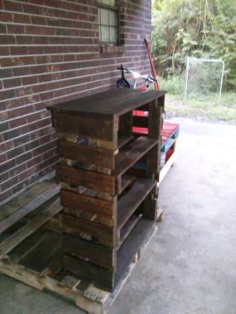 how to make a bookshelf out of pallets