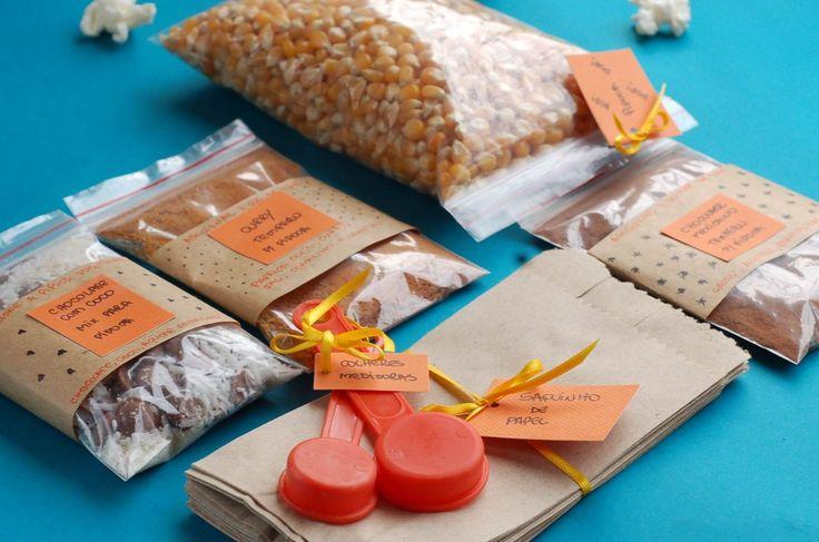 Presente feito a mão é mais legal! Se for de comer então nem se fala! Dedique seu tempo fazendo este kit de pipoca de microondas e presenteie um amigo que ama! #fácil #foodgift #pap