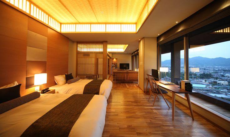 デッキ~広縁~和室~ベッドルーム 視線が抜ける客室 | ホテル・旅館のリノベーションは石井建築事務所/リフォーム・改修・改築・設備投資