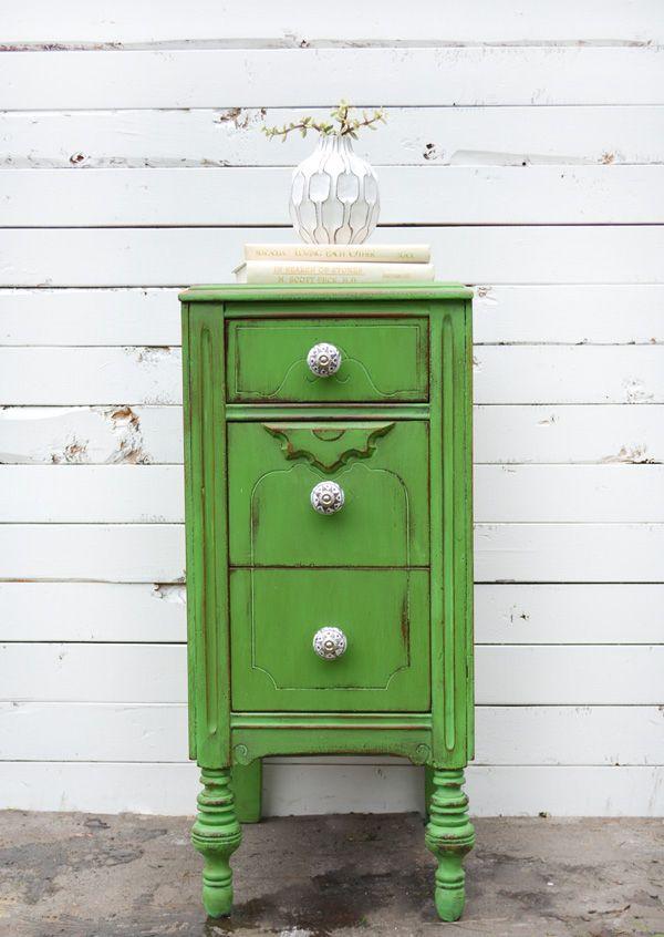 Kolejny ręcznie malowany mebel w stylu rustykalnym. Użyta farba: Annie Sloan Chalk Paint
