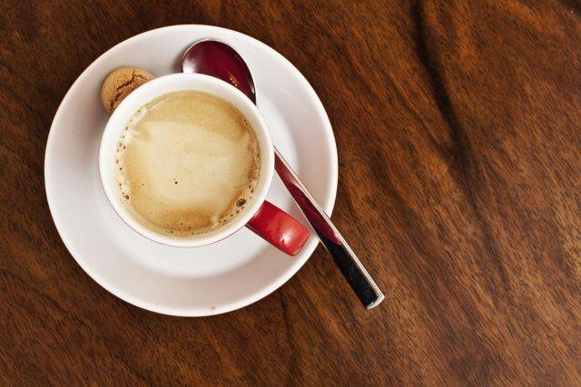 La dépendance envers la caféine est un problème de plus en plus important dont on soupçonne à peine l'ampleur, prévient une chercheure américaine.