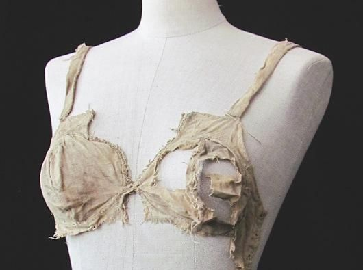 Medieval undies: Breastbags!  'Longline bra' found at Lengberg Castle © Beatrix Nutz