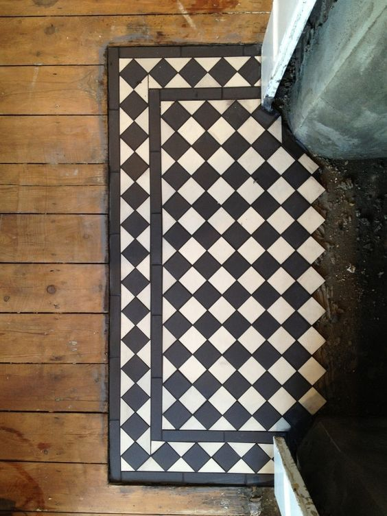 Victorian floors often had mats in places that would receive more wear or dirt, like doorways or in front of fireplaces. Tile serves equally well.