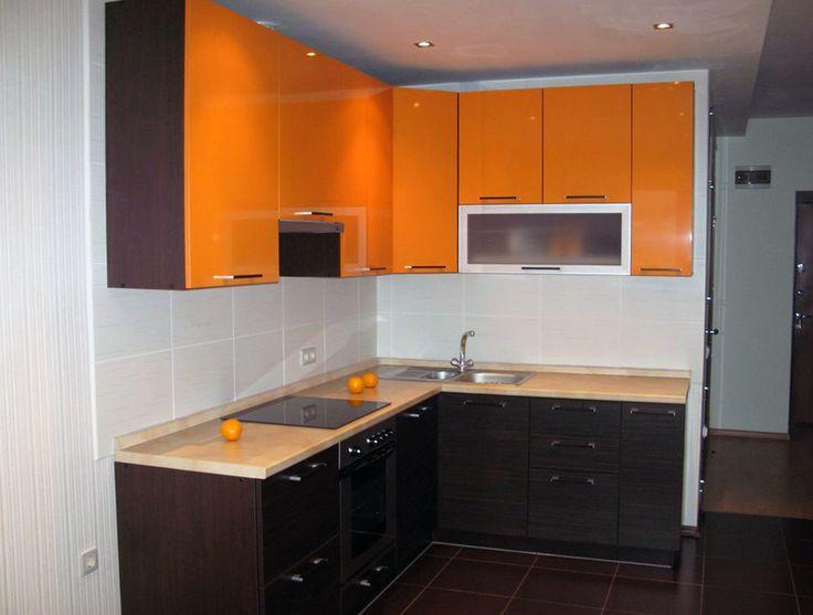 черный низ, цветной верх. простая мебель кухни