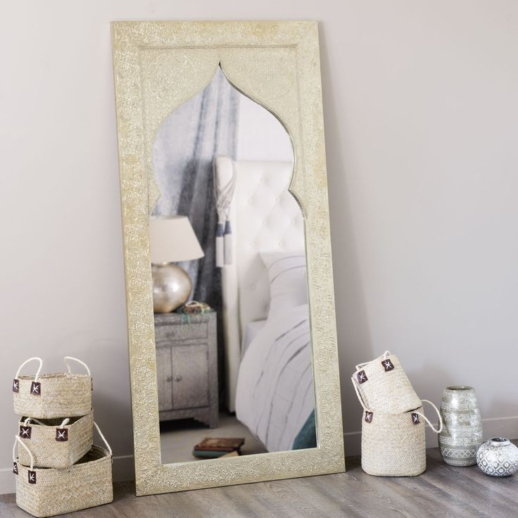 Les 25 meilleures id es de la cat gorie miroir oriental for Miroir de chambre sur pied