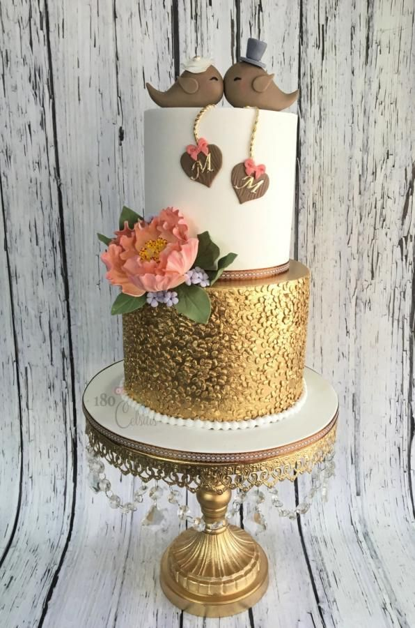 M&M Wedding by Joonie Tan - http://cakesdecor.com/cakes/264326-m-m-wedding