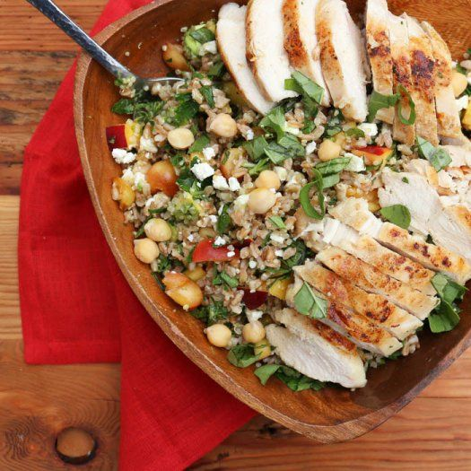 Add lean protein into your daily lunches with chicken! Our 12 easy and healthy chicken lunch recipes include soups, salads and sandwiches that you can prepare ahead of time! Thes simple recipes give you your fill of lean protein to keep you full through the afternoon.