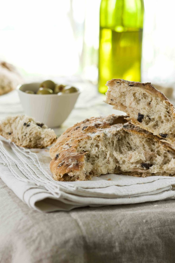Classic Sourdough Bread Recipe – Enjoy this georgeous, rustic loaf as-is, or liven it up with olives or sun-dried tomatoes! // spryliving.com