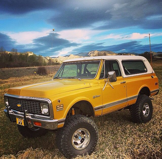 First Gen K5 Blazer w/6 inch lift and 35s.