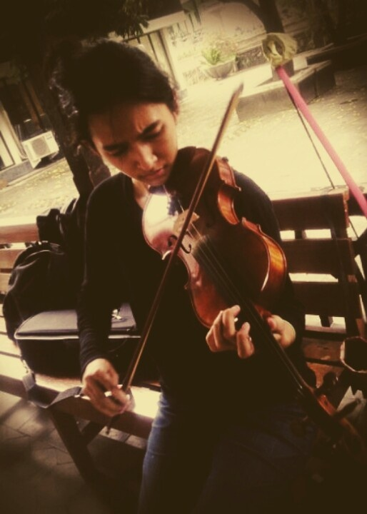 Sekar, violist before the show