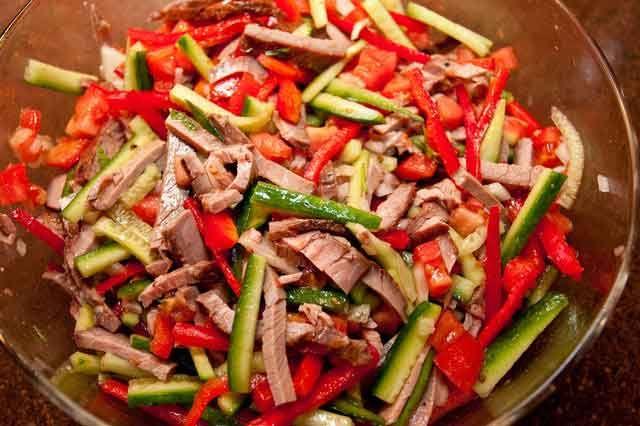 Салат овощной с болгарским перцем