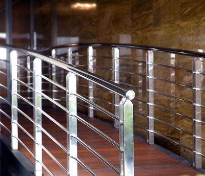 Nagy népszerűségnek örvendenek modern korunkban a rozsdamentes épületszerkezeti elemek.  http://rozsdamenteskorlat.eu/hu/faq