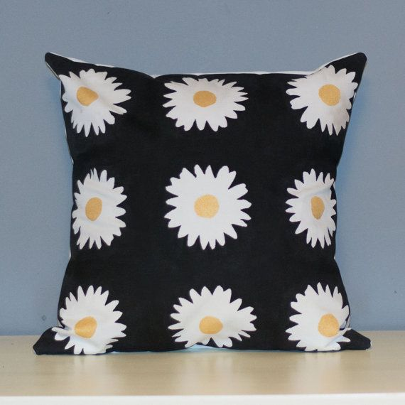 Handmade pillow with hand stamped daisies pattern. This design is made from a heigh weight 40% cotton 60% linen fabric, and is designed to fit