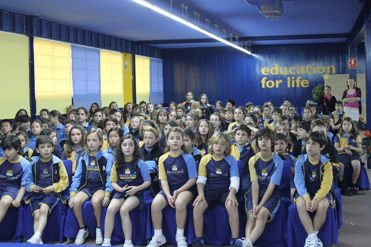 Alumnos de Novaschool con Uniformes Escolares Camacho