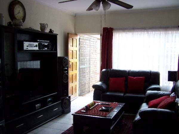 3 bedroom townhouse in Montana Park, , Montana Park, Property in Montana Park - S906594