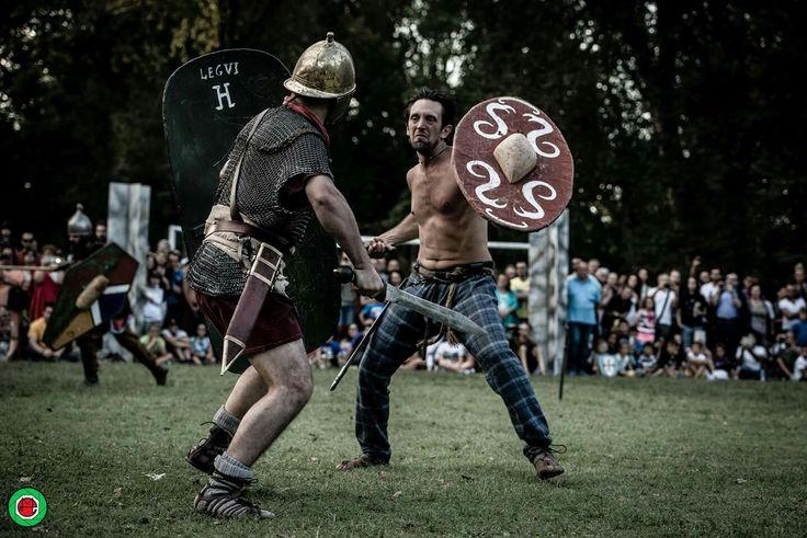 celtic warrior fighting roman legionary