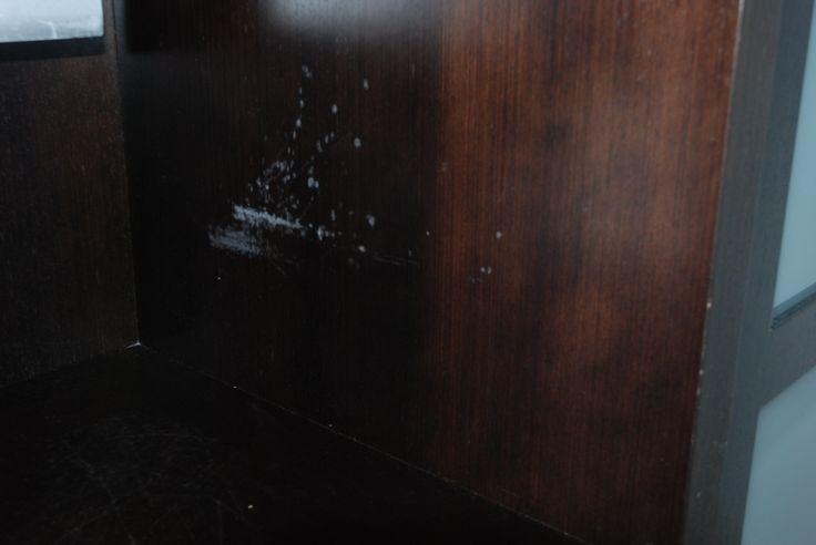 Poškozený lak na dřevěném nábytku / Damaged lacquer on wooden furniture, #oprava, #lakování, #dveře, #zárubně, #obložky, #repair, #Instandsetzung, #Reparatur, #furniture, #Möbel
