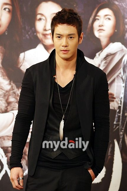 Hwanhee   환희   Fly to the Sky   D.O.B 17/1/1982 (Capricorn)