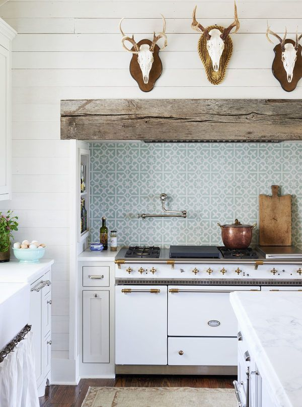 Use Antlers In A Typically Feminine Domaine Like Above The Stove Alcove In The Kitchen Southern Farmhouse Farmhouse Style Kitchen Farmhouse Kitchen Design