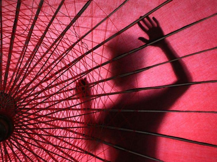 Sombras. Por Neing Thu Soe.