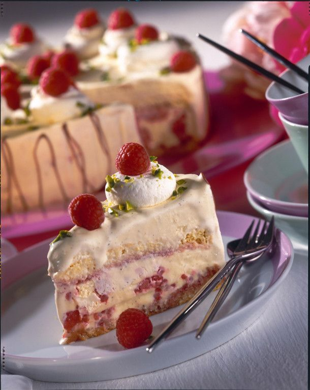 Unser beliebtes Rezept für Eistorte mit Vanilleeis und Himbeeren und mehr als 55.000 weitere kostenlose Rezepte auf LECKER.de.