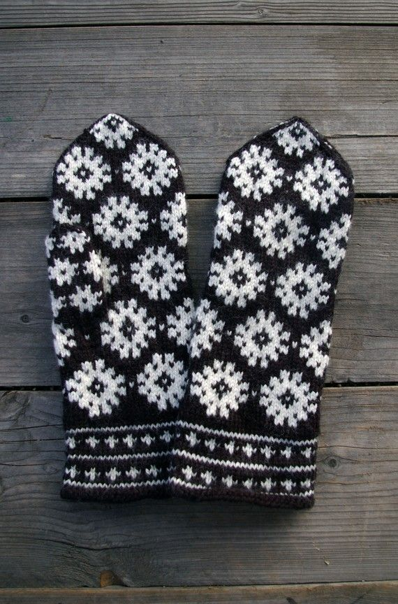 Wool Mittens-Black And White Scandinavian Mittens