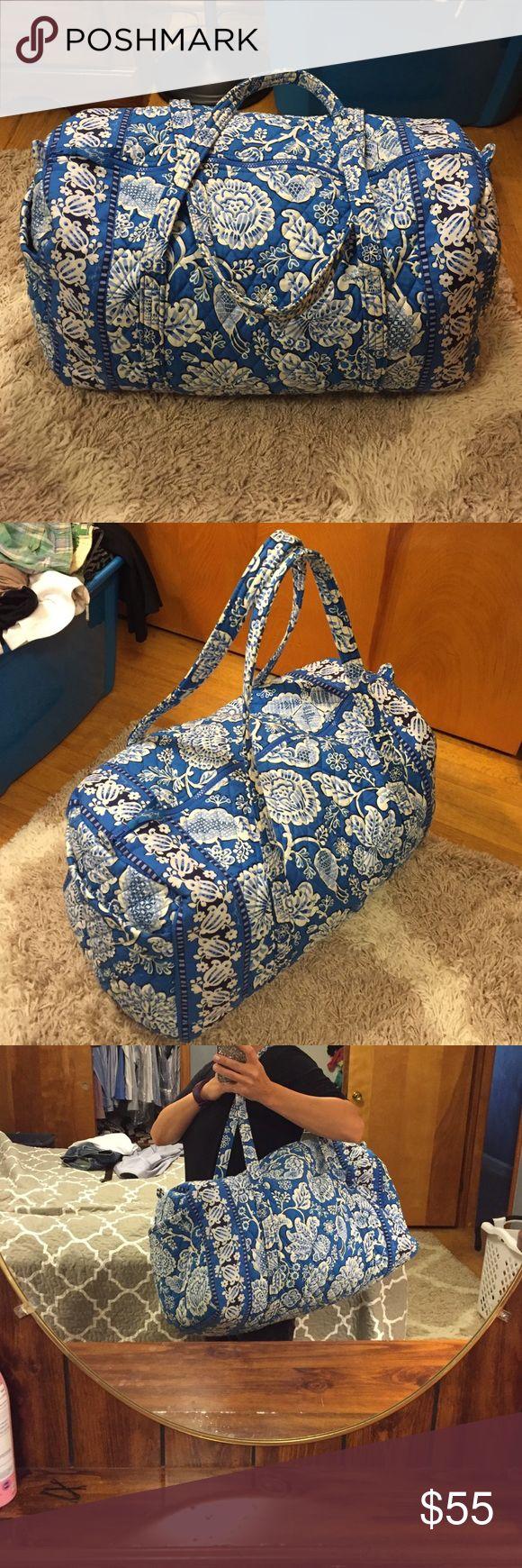 """Vera Bradley Duffel bag Large Vera Bradley duffel bag. Great for the weekend trips!! Width is 22"""". Vera Bradley Bags Travel Bags"""