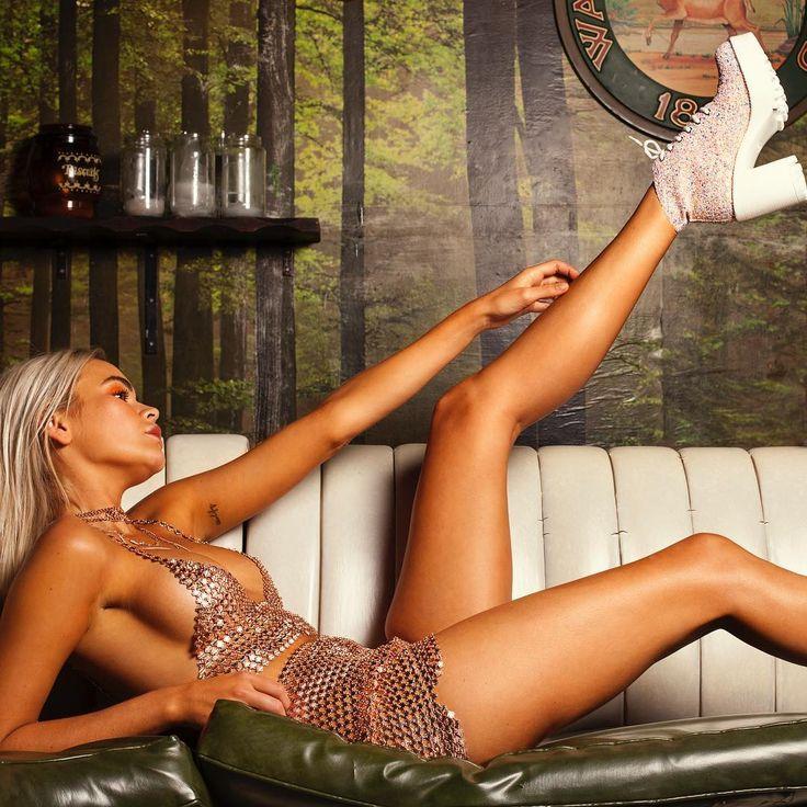 Erotic bronze babe pics
