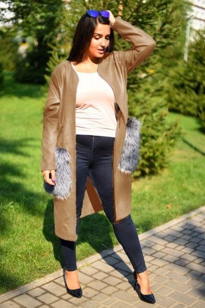Пальто женское кашемировое без воротника с мехом на карманах батал бежевое