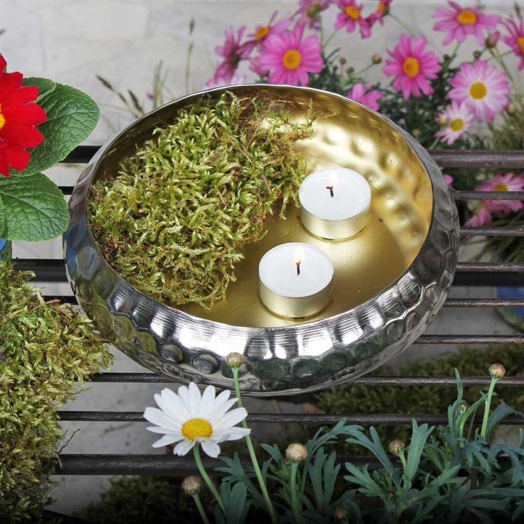Dekorative Schalen aus beschichtetem Eisen. Für Teelichter, Schwimmkerzen und vieles mehr. Farbe: außen silber / innen gold. Erhältlich in 3 Einzelgrößen: ø 20cm | ø 30cm | ø 43cm oder im 3er-Set für eine besonders schöne Gartendekoration.