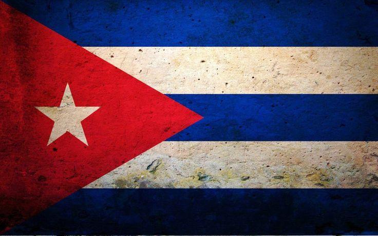 Emilio Díaz es el padre de Cameron. Su familia es cubana y recientemente terminó trabajando para el Califournia Oil Company.