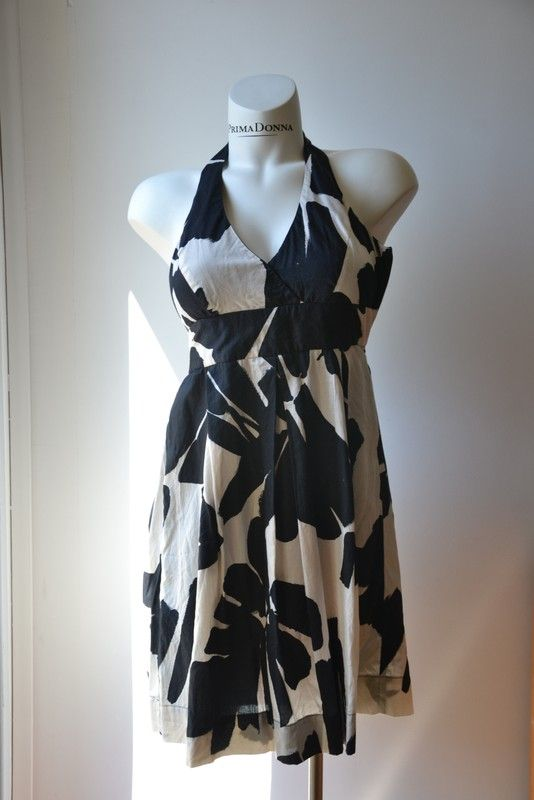 c9583a91ad4dc Robe noire et blanche Zara - vinted.fr